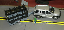 MAISTO - MERCEDES SUV TOWING  FARM / CAGE TRAILER - S TRAIN VEHICLE