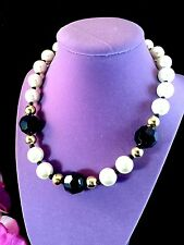 GORGEOUS NIB 1986 AVON FAUX PEARL BLACK ACRYLIC BEAD FIFTH AVENUE NECKLACE