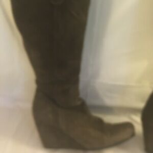 GARNET HILLS TAN SUEDE TALL HIGH BOOTS WOMEN SIZE 8 M MADE IN ITALY