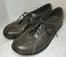 Clarks EUC Grey Casual lace up with Contrast Stitching women's size 8