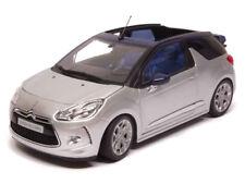 NOREV181548 - Voiture cabriolet CITROEN DS 3 couleur gris argent avec des capote