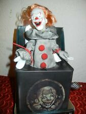 PENNYWISE EVIL CLOWN JACK in the BOX HALLOWEEN DISPLAY PROP - IT HAUNTED TOY