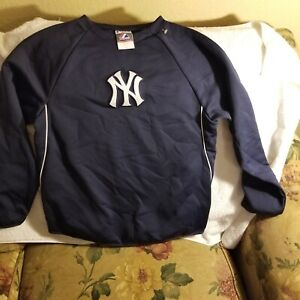 NEW YORK YANKEES SWEATER - YOUTH LARGE - MAJESTIC