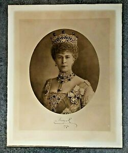 Impressive large hand signed portrait of Queen Mary from 1919