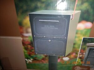 Architectural Mailboxes 6200B-11 Oasis Jr. Locking Post Mount Mailbox, Black