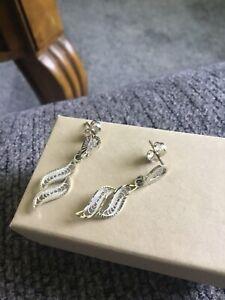 14k White Gold Pair Of Filigree Dangle Pierced Earrings
