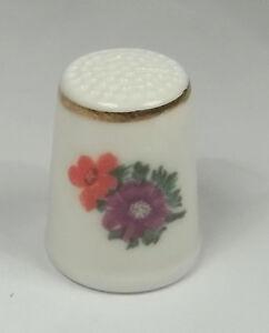 dé à coudre en porcelaine ,thimble,vingerhoed, fleurs  *11-D