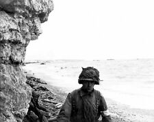 "US Medic ready to help D-Day Invasion of Normandy 8""x 10"" World War II Photo 455"