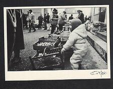 CHALON-sur-SAONE (71) MARCHAND de LEGUMES au Marché en 1983 / FAGE 95.754