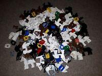 5 Lego Pferde + 3 Sattel System Schwarz Weiß Braun Ritter Classic Kingdom