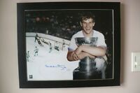 Bobby Orr signed Bruins  16x20 Framed Photo (The Flying Goal) ( Orr coa )