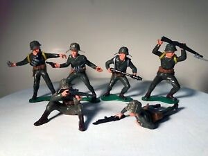 """Vintage 1965 Ideal Battle Action Soldier Lot - 6 """"Devil Dogs"""" with gear"""