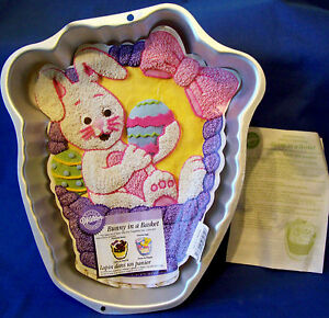 WILTON BUNNY IN A BASKET CAKE PAN OR CAKE TIN - EUC - Tracking included