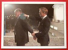 JAMES BOND - Quantum of Solace - Card #040 - Bond Throws The Man Off The Roof