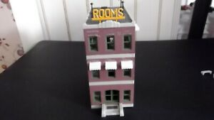 Built Life-Like ho scale Three Story Hotel in good condition