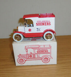 """ERTL OKLAHOMA SOONERS FORD 1913 MODEL """"T"""" TRUCK COIN BANK 1:25 SCALE COLLEGIATE"""