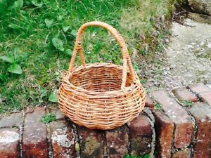 GORGEOUS ROUND RATTAN EGG BASKET.   JUST PERFECT