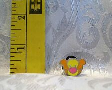 WALT DISNEY WINNIE THE POOH TIGGER HEAD TRADING COMIC Hat Lapel Pin Badge