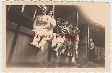 (F5636) Orig. Foto Jesteburg, Damen sitzen auf Brüstung, 1935