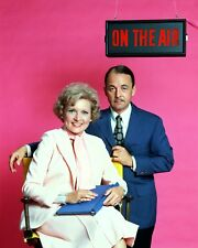 """BETTY WHITE AND JOHN HILLERMAN IN """"THE BETTY WHITE SHOW"""" - 8X10 PHOTO (AB-444)"""