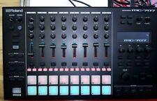 Roland MC 707 Groovebox Sampler Sequencer