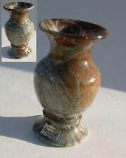 Petit vase en albâtre marbré