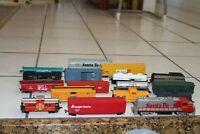 Lot of 16 HO Scale train cars Bachman Sante Fe Locomotive Life Like