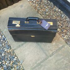 BLACK FAUX LEATHER? EXECUTIVE BRIEF CASE - 18W X 13H X 5D (IN INCHES).USED ITEM