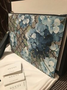 NWT Authentic Gucci 546349 GG Supreme Blooms Wristlet Pouch, Clutch Bag