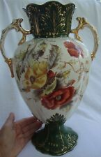 A LARGE TWIN HANDLED ANTIQUE VICTORIAN VASE FLORAL WITH GREEN & GILT DECORATION