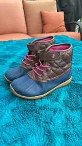 Surprize by Stride Rite Miram Duck Boot Toddler Size 9