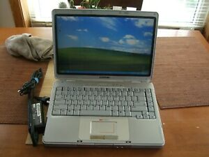 """vintage Compaq v2000 14"""" LCD 768MBram 20GBhd WinXP nothing missed great condi"""