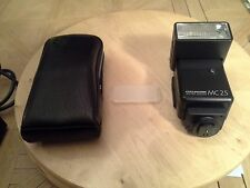 CULLMAN MC25 CAMERA FLASH WITH CASE AND DIFFUSER
