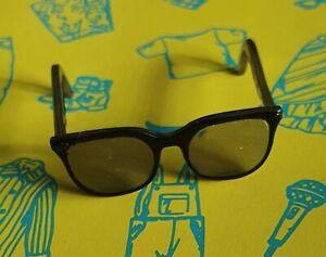 Sindy clothes Fashion doll size Black Sun Glasses Creatable 1:6
