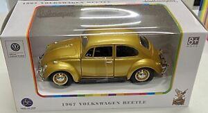 1:24 VW Beetle -- Gold -- Road Signature Volkswagen