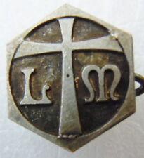 Insigne boutonnière Religieux LM à identifier LEGIO MARIAE ? métal ancien France