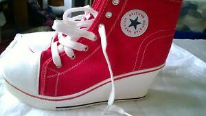 "Womens All star converse 3"" heel Size 6"
