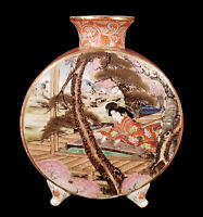 ANTIQUE JAPANESE PORCELAIN FOOTED ROUND PILLOW FLASK MOON VASE SCENIC DECORATED