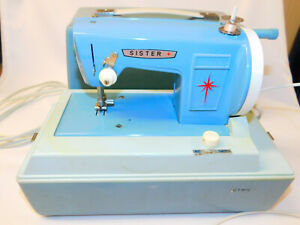 Vintage 60s SISTER Portable Blue Electric Child's SEWING MACHINE w Case Model 25