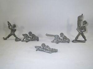 5 Manoil Skinny U.S. G.I. dimestore soldiers, Flag bearer, machine gunners...