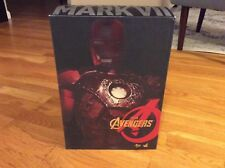 IRON MAN MARK VII (BATTLE DAMAGED VERSION) - HOT TOYS MMS 196 THE AVENGERS - NEW