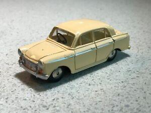 Asahi Model Pet No17. Toyota Bluebird.