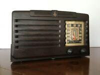 1946 Emerson Bakelite AM Tube Radio