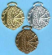 100 Dart Medaillen mit Band #1 silber (Turnier Pokale Pokal Medaille Dartpfeile)