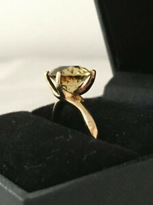 9ct Yellow Gold Green Citrine Dress Ring Size K 1/2 boxed
