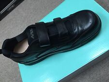 Apex G8010MM12- 12 Medium Double strap men's walking Shoe -Black **gently worn**