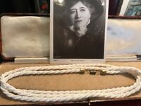 Beautiful Vintage Art Deco Milk Glass Twisted Necklace