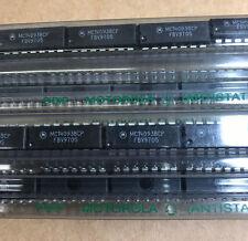 100 X  MC14093BCP Quad 2-Input NAND Gates with Schmitt Trigger, PDIP-14
