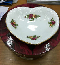 Old country roses SENTIMENTS HEART PLAIN ROYAL ALBERT PIATTO CUORE BOMBONIERA