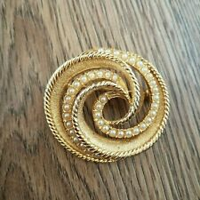 Circle Round Pin Brooch Costume Vintage  00004000 Gold Tone Faux Pearl Swirl